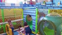 Aire de Jeux intérieure amusant pour les petits enfants . 2015 vide
