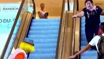 Погоня за клоуном на эскалаторе. ( Мега РЖАЧ, СУПЕР ПРИКОЛ, СМОТРЕТЬ ВСЕМ!!!)
