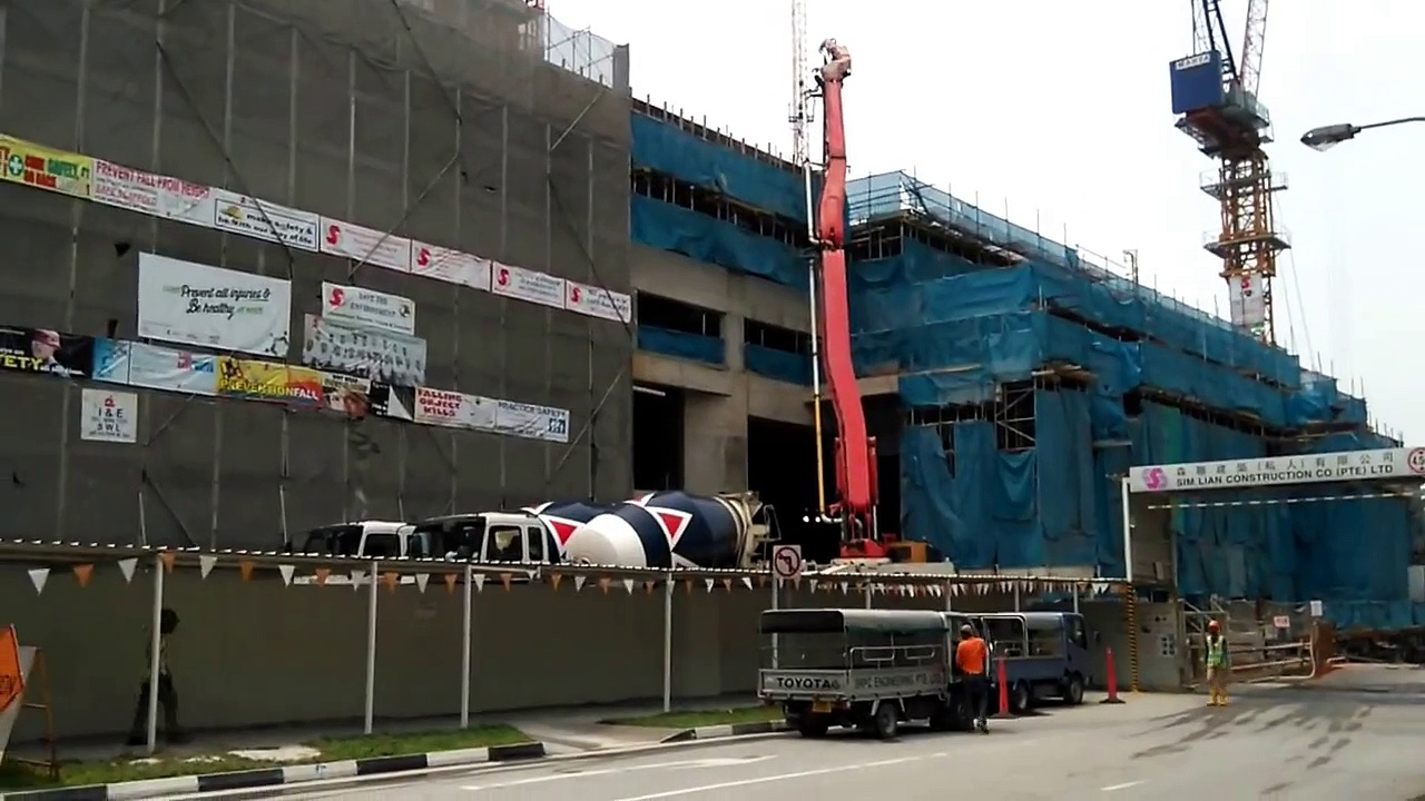 monster trucks video- Trucks crane