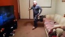 Парень спросил Отец, а ты умеешь танцевать? Смотреть видео ПРИКОЛ