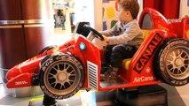 les voitures et les enfants aire de JEUX AMUSANTE POUR les ENFANTS de la famille damusement vidéo drôle