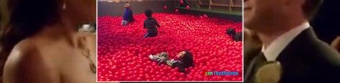 Lintérieur de laire de jeux de la famille lieu de plaisir pour les enfants BALLON GÉANT de la FOSSE de la salle de jeux avec des boules Enfants p