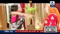 Sanskaar Ki GIrlfriend Ko Ghar Mein Dekh Kar Swara Ko Laga Jatka 27th December 2015 Swaragini