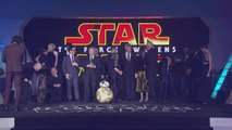 Carrie Fishers Dog Barks at BB-8 at the Star Wars London Premiere (2015)