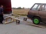 Tarés ou juste très talentueux... Comment charge rune voiture dans un camion en mode russe