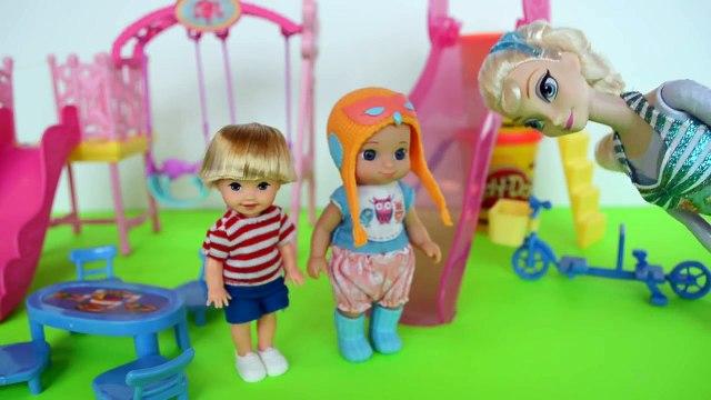 Tommy Filho da Elsa do Frozen e Gabriel no Parquinho de criancas!!! Em Portugues Tototoyki