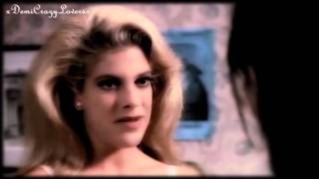 Beverly Hills 90210 - Brenda & Donna in Paris