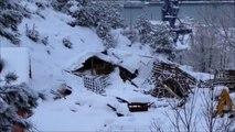 Kar Yağışı Çatıları Yıktı