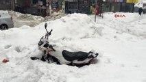 Bartın'da Kar Çatıları Yıktı