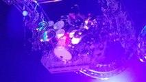Tommy Lee coincé dans les montagnes russes pendant le final du concert de Motley Crue
