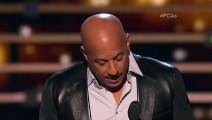 Vin Diesel chante en hommage à Paul Walker aux People's Choice Awards