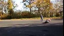 Compilation de cascades ratées en moto