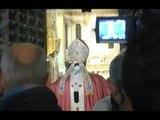 Napoli - Giubileo, il cardinale Sepe apre la Porta Santa (14.12.15)