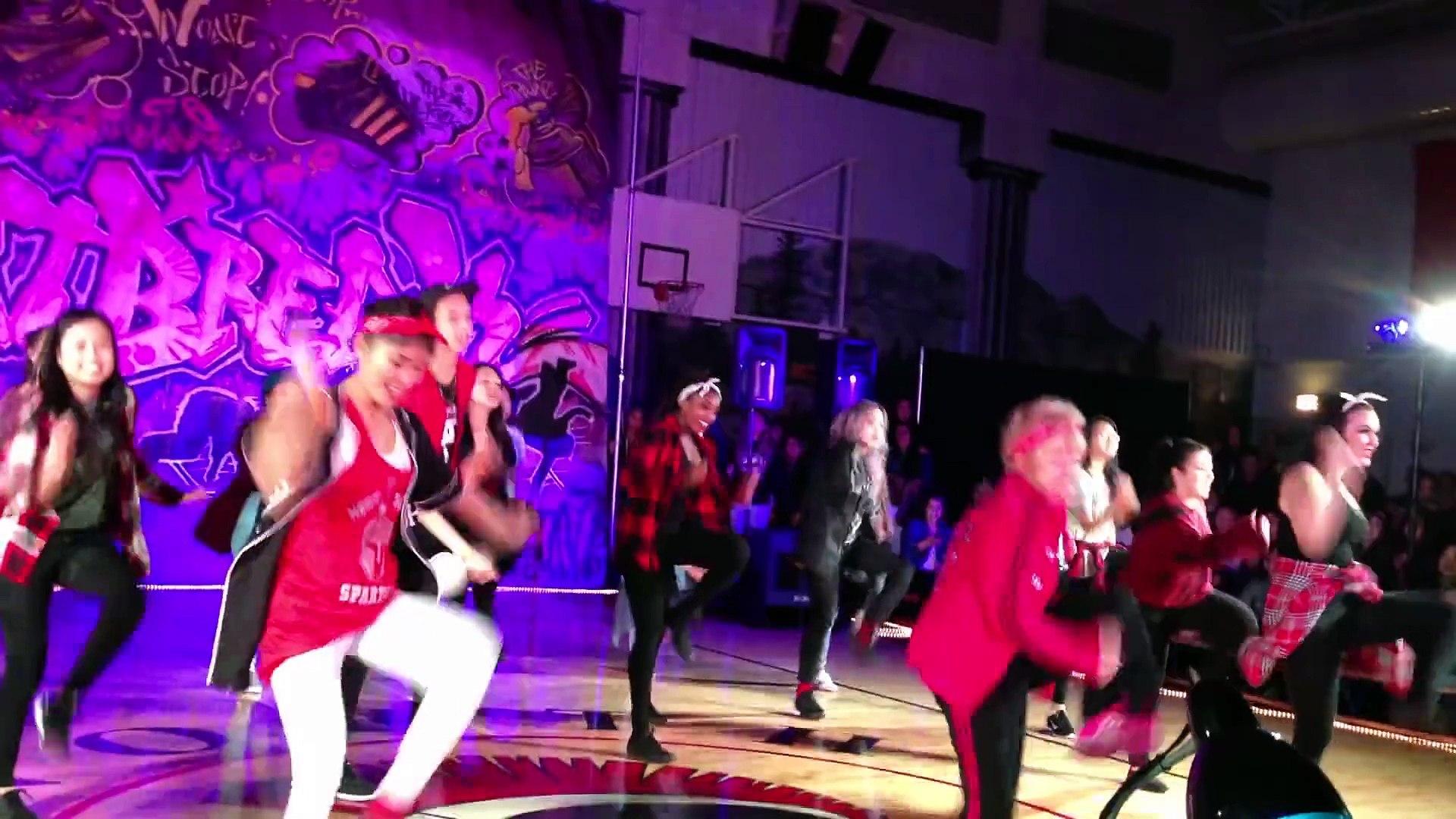 Vous allez adoré cette prof de danse de 60 ans qui participe à une compétition de HipHop avec ses él