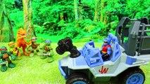 Jurassic World Dino Tractor Captures a Raptor Dinosaur and the Teenage Mutant Ninja Turtles