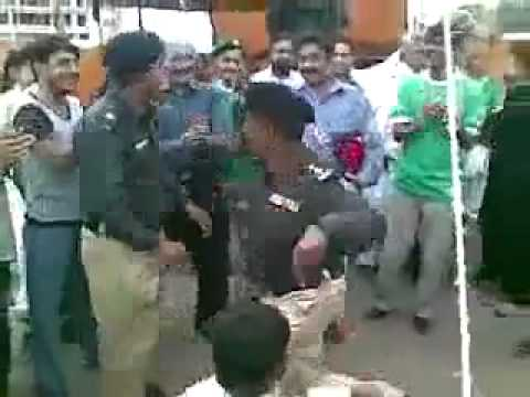 Pakistani Police Dancing On The Road-Hahah-Watch-Top Funny Videos-Top Prank Videos-Top Vines Videos-Viral Video-Funny Fails