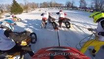 Course de skieurs tractés par des motos de cross ! DINGUE !