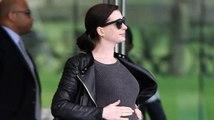 Anne Hathaway s'entraîne à chanter pendant qu'elle est enceinte