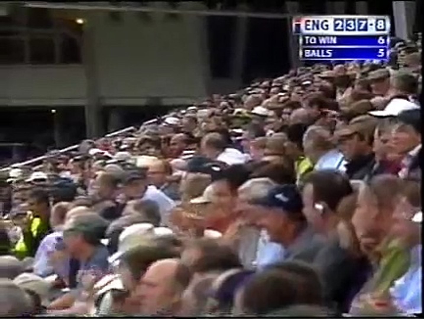 Cricket Lovers: Amazing Catch by Shahid Afridi.... You will watch it twice for sure.... Two fielders