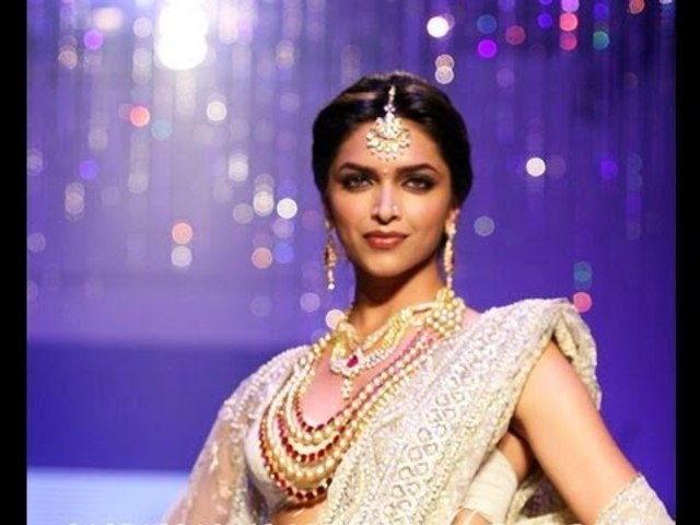 Deepika Padukone Fires on Ramp at IIJW