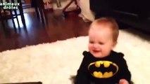Bebelusi haiosi care rad de animale care se joaca, Babies laughing at cats
