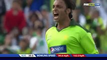 Shoaib Akhtar strange gesture to David Hussey Was he trolling or playing mind games?Hussey distracted Rare cricket video