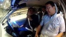 Carlos Ghosn prueba el vehículo de conducción autónoma de Nissan