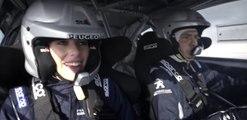 Miss Francia de copiloto en un Peugeot Sport de Rallycross