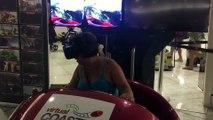 Cette maman teste un casque de réalité virtuelle - Petit tour dans les montagnes russes, éprouvant!