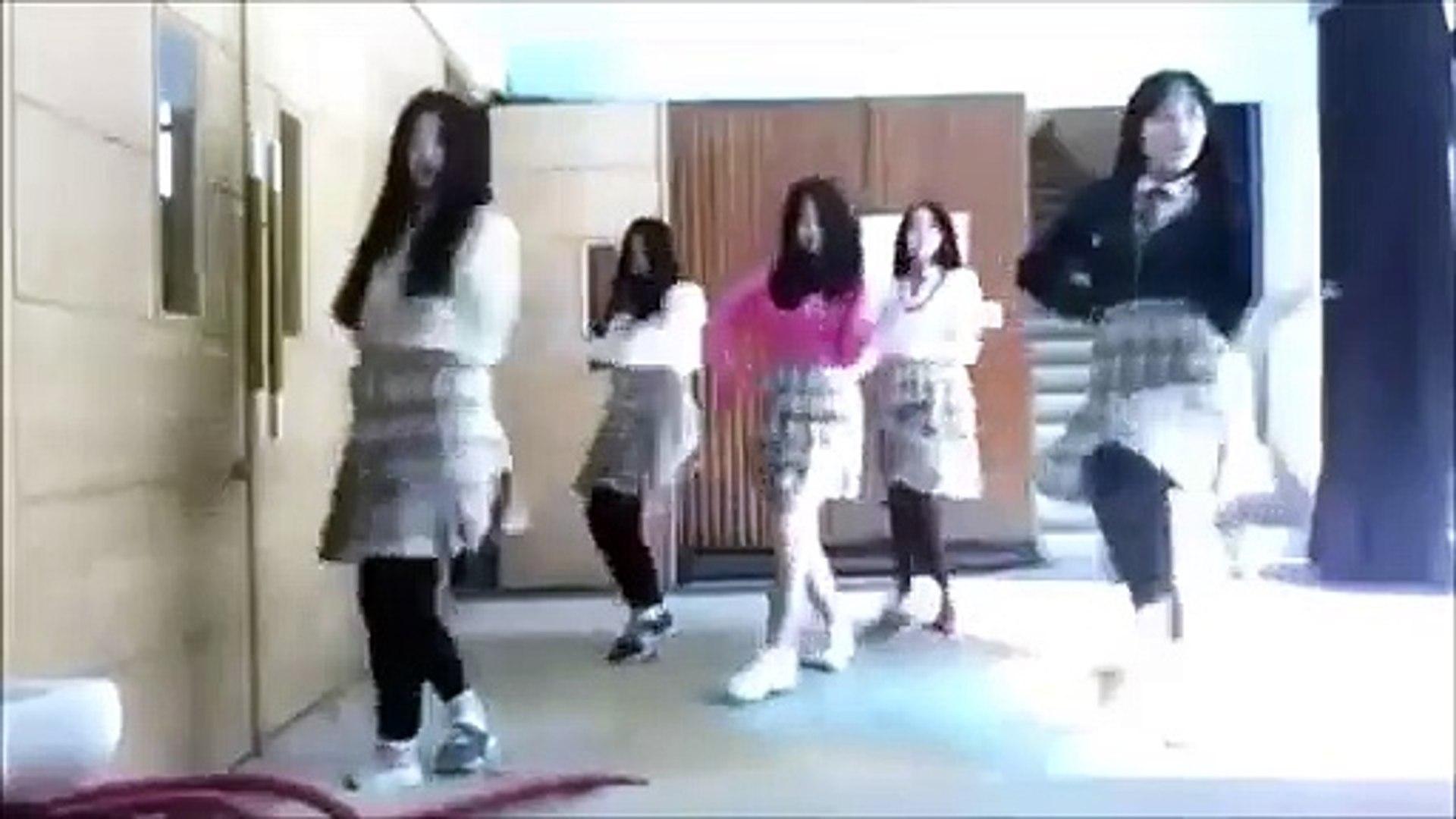 oyun havası oynayan güzel kızlar