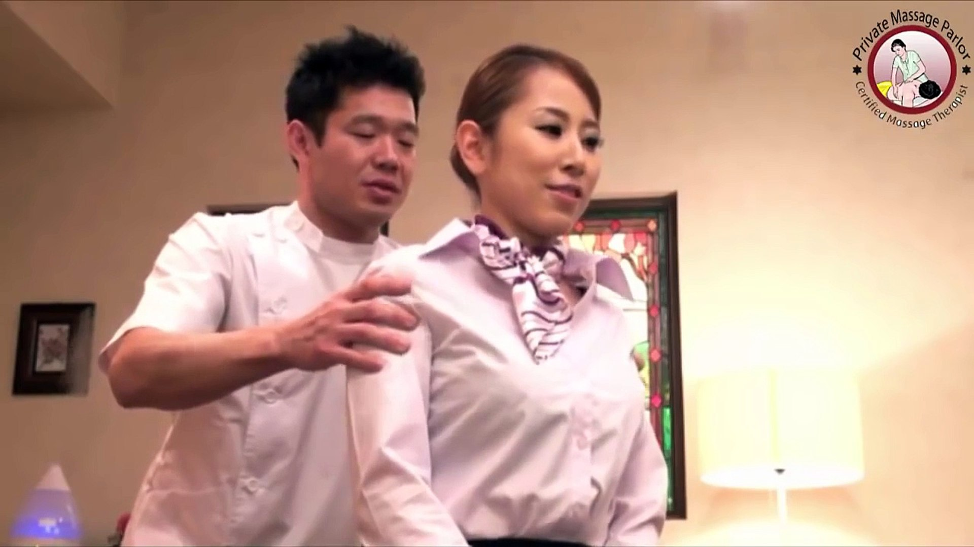 Massage Japannese Body Girl To Reduce Shoulder Pain