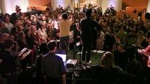 Un choeur de 500 chanteurs reprend du David Bowie - Space Oddity - Hommage émouvant