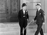 Charlie Chaplin City Lights (1931) clip 5