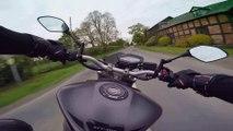 Ce motard rate son virage - gros accident de moto