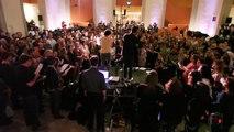 Une chorale de 500 personnes rend hommage à David Bowie