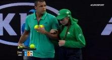Le joli geste de Jo-Wilfried Tsonga envers une ramasseuse de balles à l'Open d'Australie