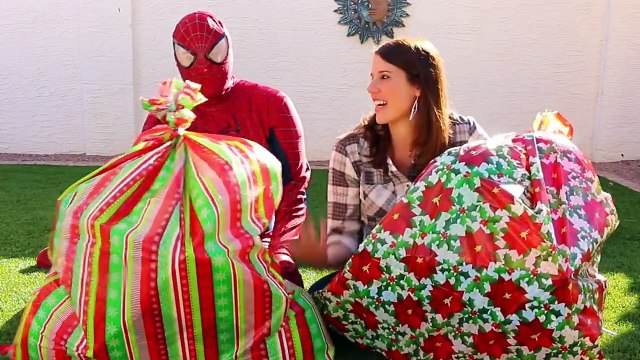 GIANT SURPRISE TOYS CHRISTMAS BAGS! Balloons, Blind Bags, Cars Toys & Barbie DisneyCarToys