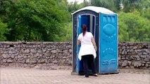Se retrouver dans Star Wars en sortant des toilettes - Caméra cachée énorme