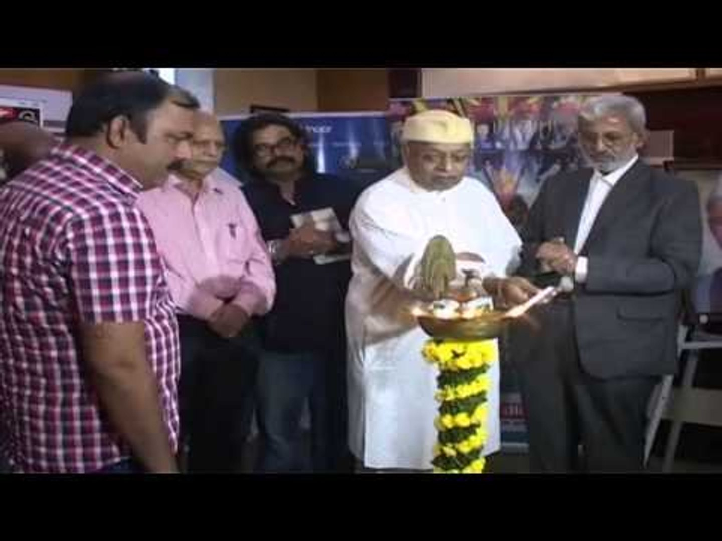 Film Maker Rajdatta Felicitate By Govind Nihalani