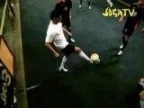 Compéte de joga bonito avec des star du ballon