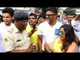Sunil Shetty Distributes Water Bottles to Traffic Cops