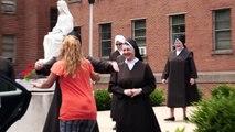 The Sisterhood Becoming Nuns - Espagne: Une nouvelle télé-réalité avec cinq jeunes filles qui veulent devenir religieuse