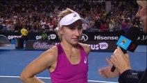 """Une joueuse de tennis dérape un peu en pleine interview... """"Je suis bonne par derrière"""" Oups"""
