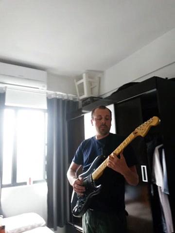San electric Fender guitar