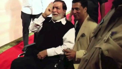 Meet Kader Khan ! Makes appearance after many years