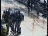 Une voiture renverse un journaliste dans stands