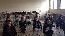 Au collège Saint-Michel, les élèves se préparent au concours de la chanson