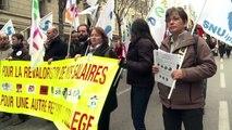 Les enseignants manifestent contre la réforme des collèges