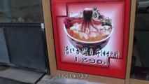 EATING LIVE SQUID in Japan - 活イカ踊り丼 函館の名物