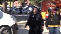 Adana - Suriyeli Kadın, Zor Durumdaki Suriyeli Kadınları Erkeklere Pazarlıyo